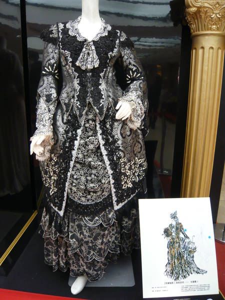 卡洛塔另一套平時服裝