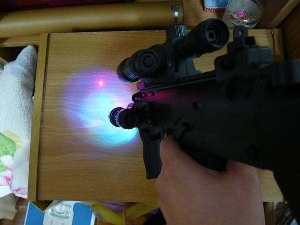 除了有紅外線還有一個反光燈喔!