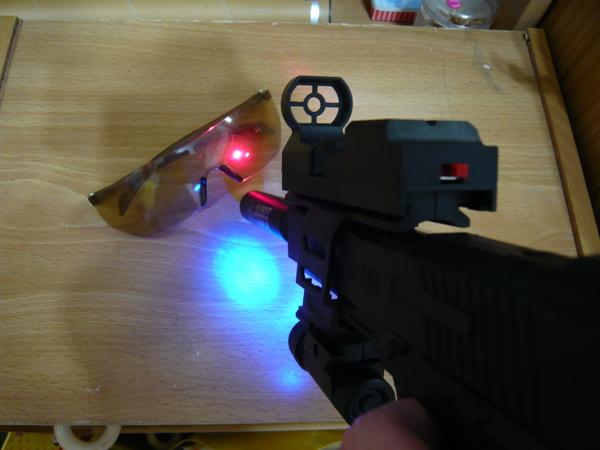 也有雷射反射光和霓虹光喔!