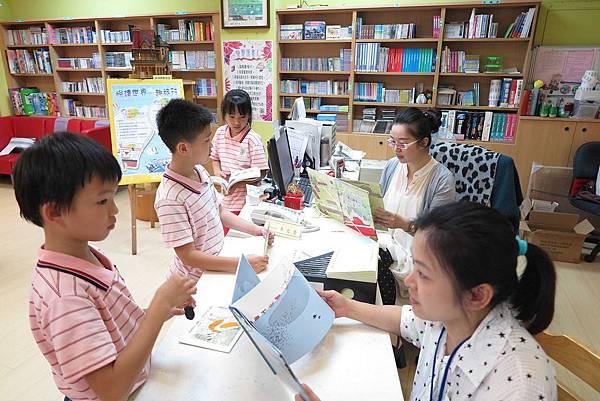 學生踴躍參與書展活動2