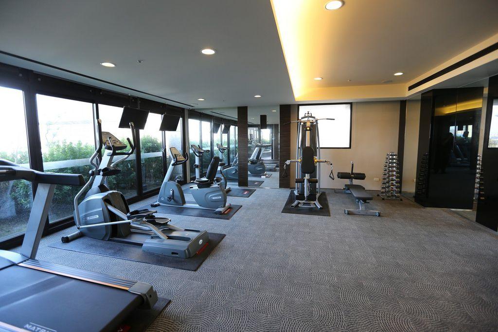 中和左岸/中和建案/紫金園-遠雄社區的健身房跟游泳池1