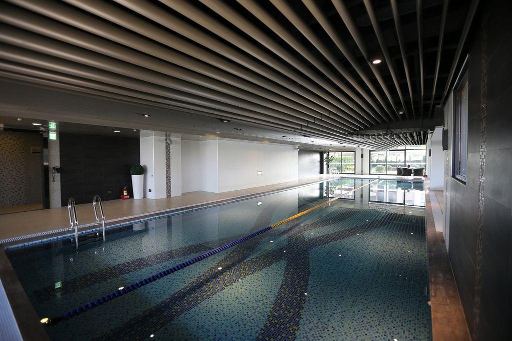 中和左岸/中和建案/紫金園-遠雄社區的健身房跟游泳池2