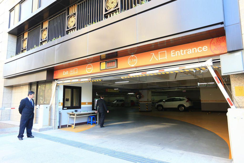 遠雄二代宅,節能採光良好的停車場-中和左岸/中和建案-彩虹園