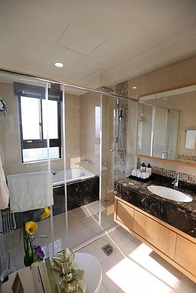 遠雄二代宅,乾溼分離浴室設計,讓你浴室不再溼答答-中和左岸/中和建案-彩虹園
