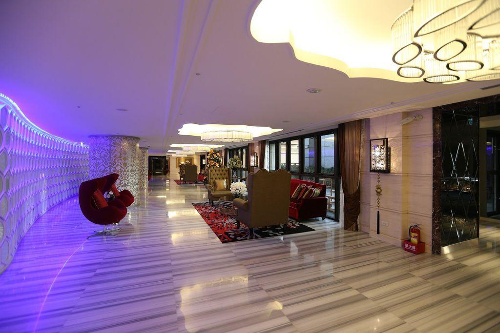 遠雄的二代宅,公共空間,大空間的交誼廳,線條設計相當時尚與氣派-中和左岸/中和建案-玫瑰園