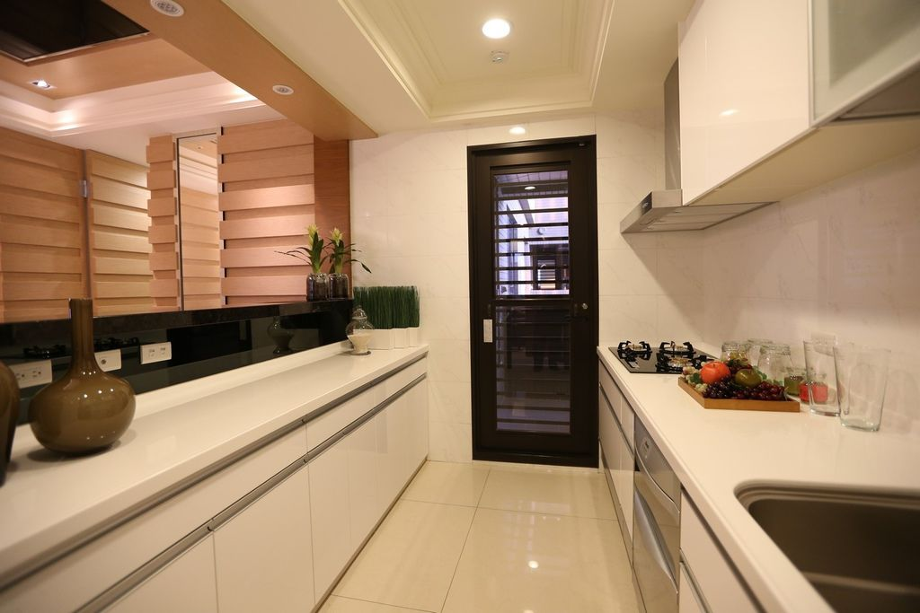 遠雄的二代宅,廚房有一套高級廚具,空間也夠大-中和左岸/中和建案-玫瑰園