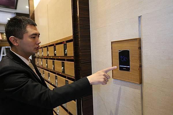 社區信箱是二代宅的基本配備用悠遊卡開的,鑰匙串可以少一隻,算是現代生活的小小進化