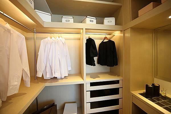換來的是女主人的更衣空間,對小夫妻來說,更具吸引力