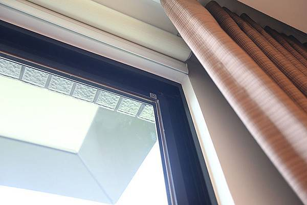 窗戶的部份,是採用台灣本土的氣密窗品牌YKK