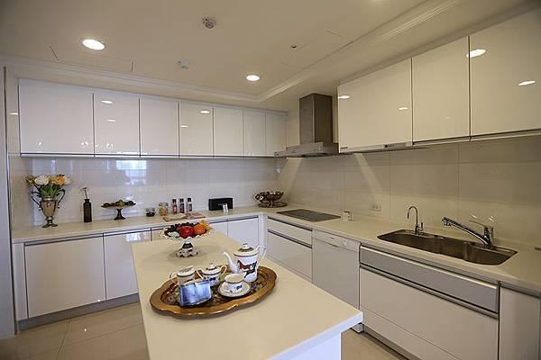 廚房空間相當寬敞