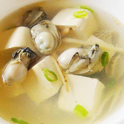 【厚生廚房】10度低溫啦!就是要熱湯來暖一下!鮮蚵豆腐湯!!