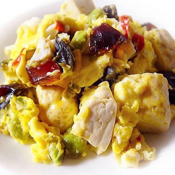 【厚生廚房】創意混搭料理~「臭」的好美呀~臭豆腐炒混蛋