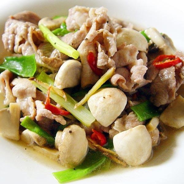 【厚生廚房】一道料理就搞定全家人的胃!! 梅花肉片炒洋菇!!