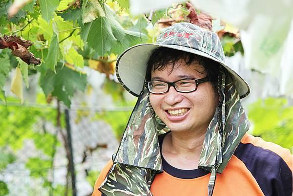 彰化大村陳正恩.巨峰葡萄blog農友1.jpg