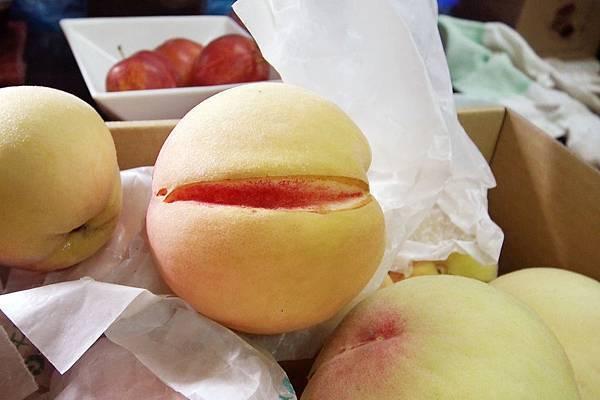 水果本色-水蜜桃開口笑.jpg