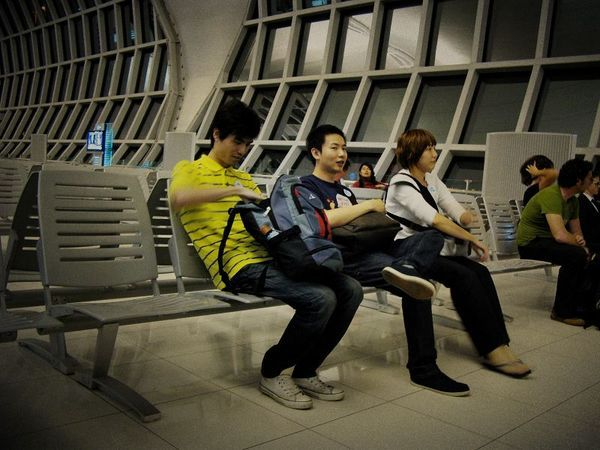 曼谷機場待轉機中