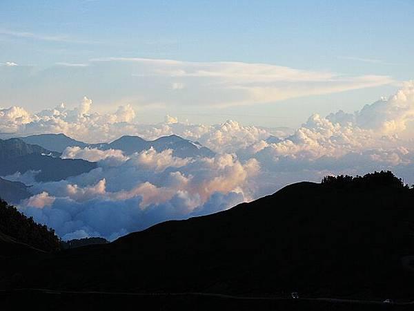 合歡山上  遠方的雲海.jpg