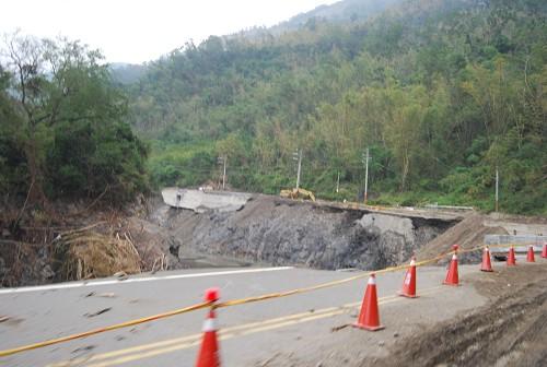 荖濃溪沖毀的河堤