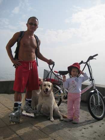 古銅色大叔的單車日光浴