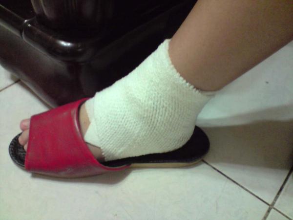 受傷第二天-新的襪子