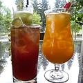 【寒露飲品】左:野莓紅酒茶  右:金桔西芹汁