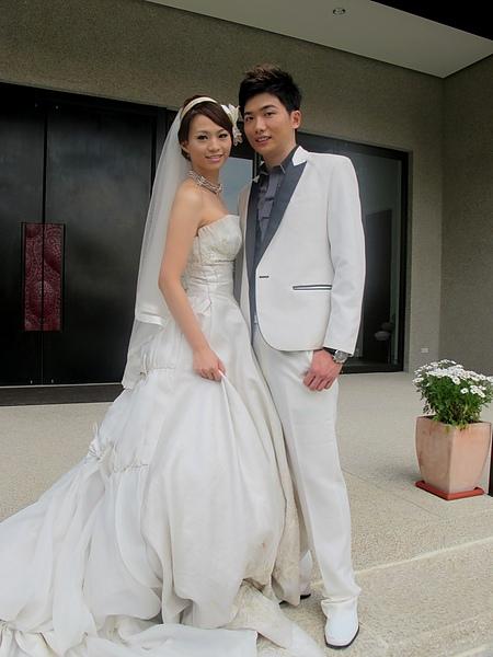 2010.11.12 友達新人至園區及花樹下婚紗取景,幸福洋溢。