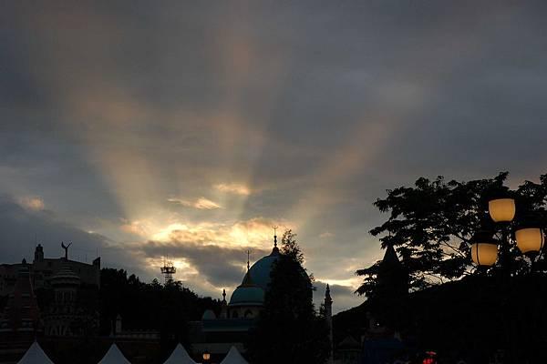 愛寶樂園 - 夕陽西下,臨去一瞥