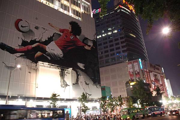 隨處可見的大型廣告看版 - 世足賽開賽前夕,全南韓幾乎瘋狂