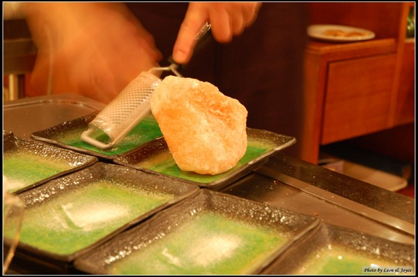 現磨的安地斯山紅岩鹽