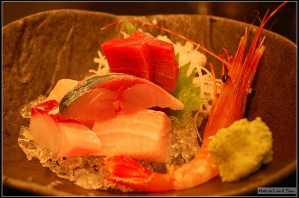 生魚片︰牡丹蝦、鮪魚、旗魚、鯛魚、竹筴魚