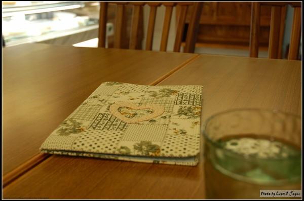 AM Cafe_很精緻的手工拚布菜單