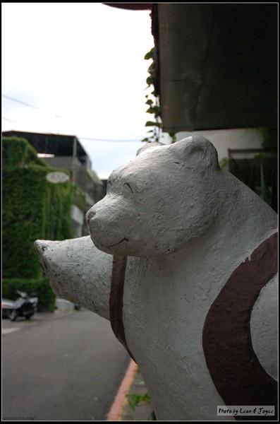 CAFE OSO門口大熊