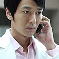 蔭山征彥飾演一位中日混血的實習醫生