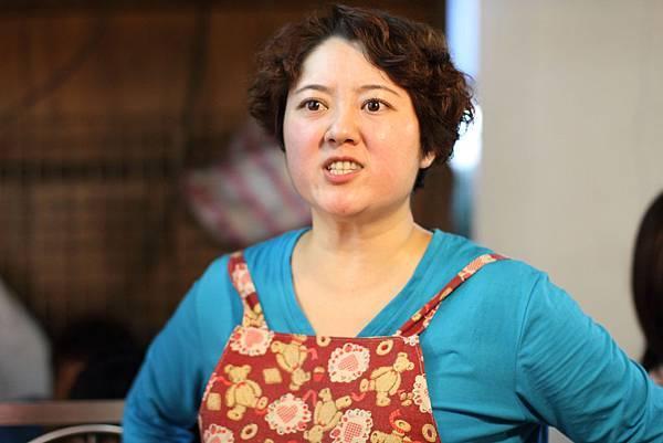 曾以人生劇場《我的爸爸是流氓》獲金鐘女配角獎的劉曉憶再次演出陳文彬妻子
