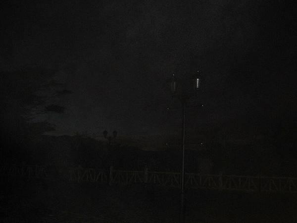 黑漆漆的景色
