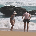 海邊玩水的人
