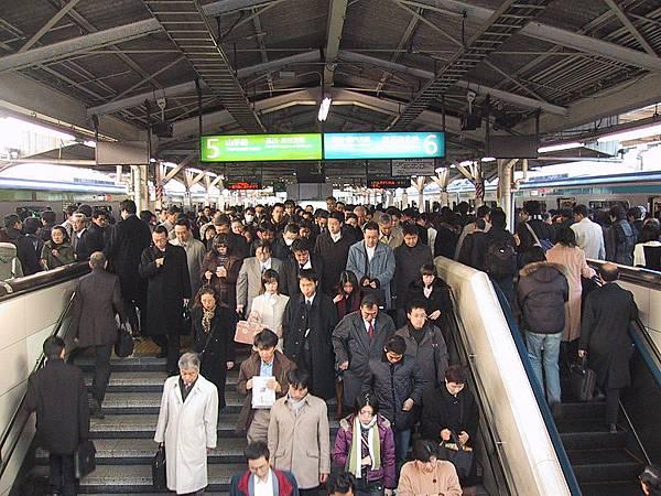 800px-Rush_hour_Tokyo