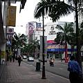 吉隆坡星光大道白天版-晚上超熱鬧 這是大約七點的吉隆坡 街道上沒什麼人