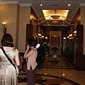 這一帶治安很亂,因此這個飯店已經沒落,據說快經營不下去了