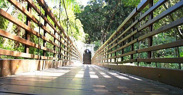 走過翠虹橋