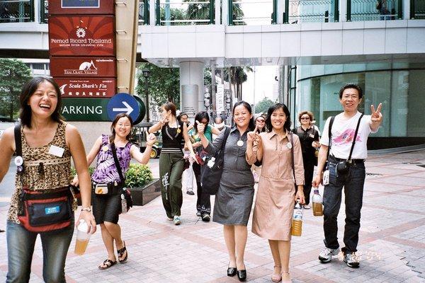 正往泰國總公司的路程好開心的表情