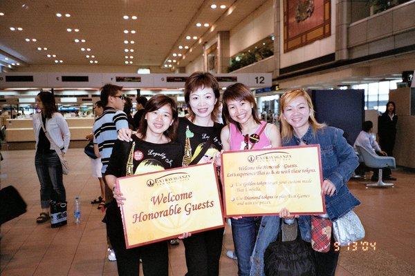 我們總是會帶點紀念品回去(泰國機場