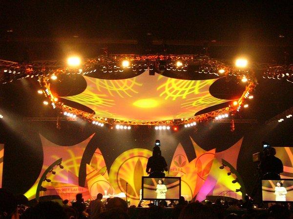 這次是蛻變的蝴蝶舞台設計
