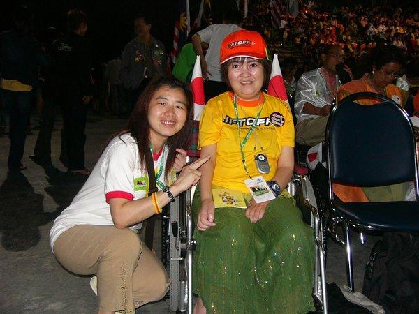這位日本朋友手腳癱瘓學習精神可嘉(2006泰國風雲盛會).jpg