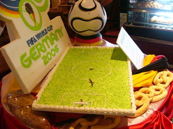事逢世足賽飯店特製的糕點!來踢一場吧