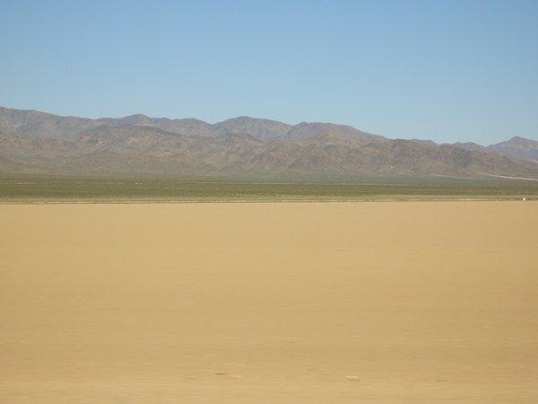 電影中常出現的常景-沙漠(LV途中)