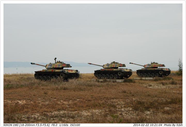 三角堡旁的戰車展示群