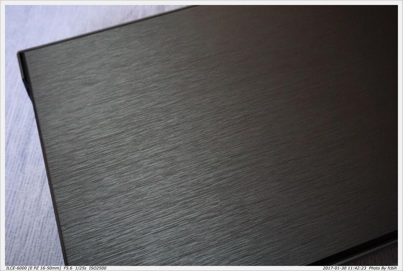 前方面板髮絲紋