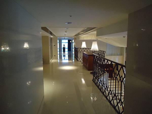二樓廊道.JPG