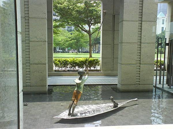 護城河藝術品.JPG